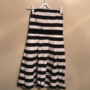 Black and white striped WHITE HOUSE BLACK MARKET
